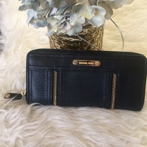 💥 Michael Kors Wallet 💥